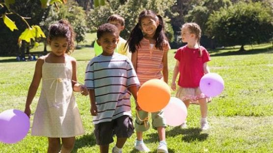 kids-with-balloonsaca4278481ca6f21a07aff0000a50561.tmb-570